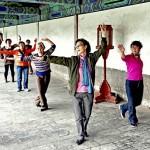 Chinesische Tantchen (dama大妈) Tanzen zum Investment